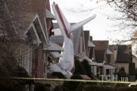 В США самолет рухнул на жилой дом. Жители отделались легким испугом