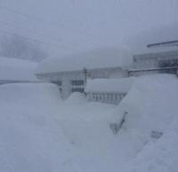 На Нью-Йорк обрушилась снежная буря. В некоторых районах высота снежного покрова превышает метр