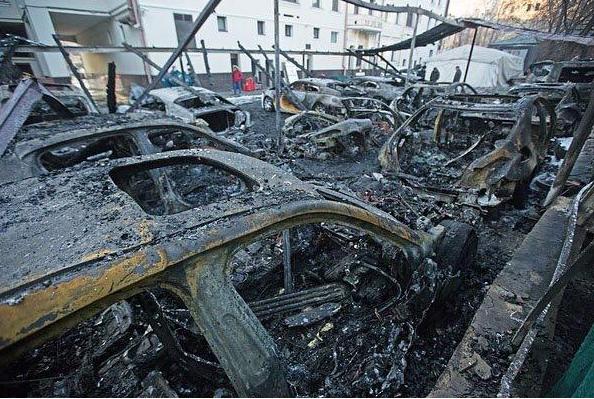 ВИДЕО,ФОТО:В Москве в центре за ночь сгорели 12 элитных авто
