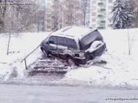 В Киеве модный джип умудрился припарковаться на... пешеходной лестнице