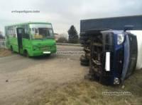 На Харьковщине «Газелька», столкнувшись с маршруткой, опрокинулась на бок. Травмированы четыре человека