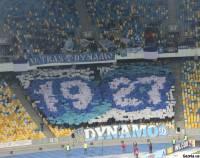 Фанаты киевского «Динамо» поддержали футболистов необычным перформансом