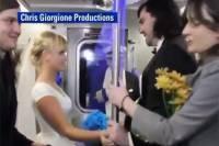 Дешево и оригинально. Американская пара сыграла свадьбу в поезде метро