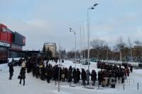 Чтобы покушать, в Донецке нужно отстоять многокилометровую очередь