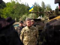 Накануне Дня Вооруженных Сил Украины Порошенко раздал военным награды и ключи от квартир
