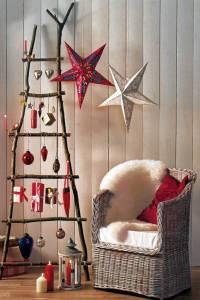 Некоторые к вопросу украшения новогодней елки подходят уж слишком креативно