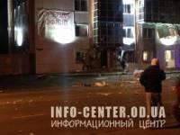 В сети появились фото с места взрыва волонтерского центра в Одессе