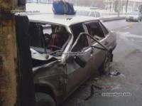В Киеве «Лада» на светофоре влетела под фуру. Пострадали двое