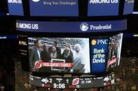 «Герои среди нас»: В США на матче НХЛ почтили память погибшего на Донбассе