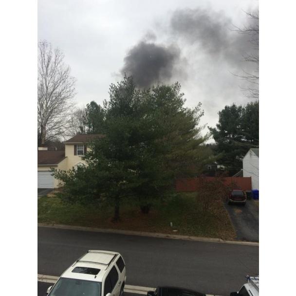 ФОТО: В США самолет рухнул на жилой дом, имеются жертвы