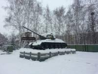 В Новосибирске в желто-синие цвета разукрасили военную технику и Ленина