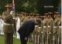 Порошенко озадачил наблюдателей, поклонившись в пояс... австралийскому почётному караулу