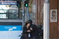 В захваченном в центре Сиднея кафе находятся около 15 заложников