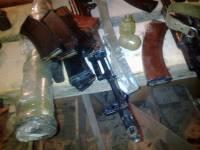 Правоохранители на Донетчине накрыли боевика с 3 автоматами, 10 гранатами и 2 пистолетами