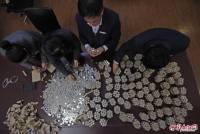 Китаец положил в банк... 300 кг денег