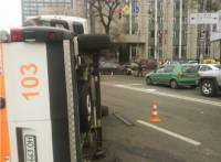 В центре Киева Toyota заставила «скорую помощь» совершить поистине голливудский пируэт