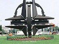По случаю отмены внеблоковости, в НАТО заявили, что Украина может стать членом организации, если она этого попросит