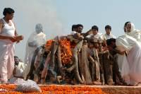 В Индии мужчина вдруг ожил на погребальном костре