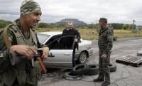 Террористы вывозят угнанные у украинцев машины в Россию на запчасти