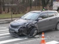 В Киеве зазевавшийся водитель устроил настоящий автомобильный замес