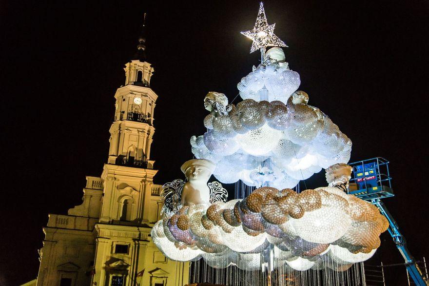 ФОТО: Рождественская елка, похожая на облако
