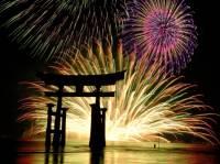 Японцы празднуют «о-сегацу» колокольным звоном и натянутыми веревками