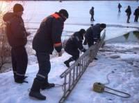 На Днепропетровщине 50 рыбаков час просидели на отколовшейся льдине