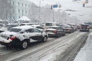 Сильный снегопад парализовал автомобильное движение в Киеве