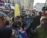 «Весь мир сегодня с Украиной, Россия — в изоляции». В Мюнхене Порошенко выступил на митинге в поддержку Украины