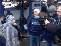 В Донецке террористы обстреляли остановку общественного транспорта. Первыми на месте оказались российские СМИ