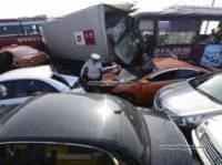 В автозамес в Корее попали более полусотни машин