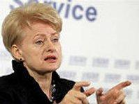 Грибаускайте признает, что минские договоренности - слабые, никаких послаблений санкций России пока ожидать не стоит