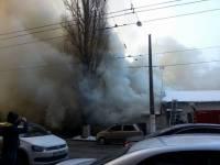 В центре Киева, неподалеку от цирка, горит здание