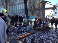 В центре Киева проходит траурный молебен памяти Героев Небесной сотни