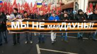 В Москве проходит шествие «Антимайдана». Демонстранты несут иконы, георгиевские ленты, советские флаги и... портреты Кадырова