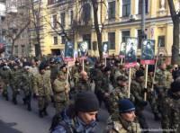 Несколько сотен активистов «Правого сектора» в центре Киева создали замечательную картинку для российских СМИ