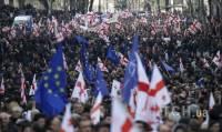 В Тбилиси народ вышел на антиправительственную демонстрацию под флагами Украины и ЕС