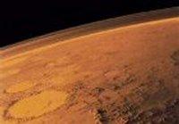 Настырные ученые все-таки обнаружили признаки жидкой воды на Марсе. Но о жизни в ней пока речь не идет