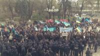 Митингующие шахтеры переместились из-под Администрации Президента к Верховной Раде. Там их уже ждали