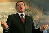Береза объяснил, что Яценюк сам не коррупционер, но отвечает за своих коллег-коррупционеров. В ответ Луценко попросил его освободить место