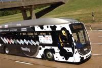 Абсолютно экологически чистый автобус, работающий на коровьем навозе, поставил рекорд скорости