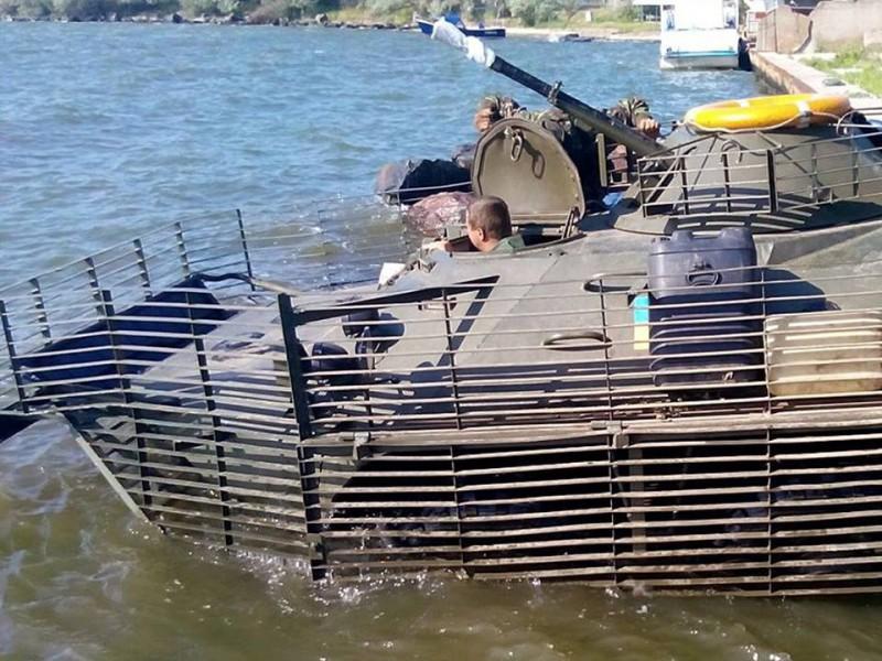 ФОТО: Морская пехота учится защищать водные рубежи Украины
