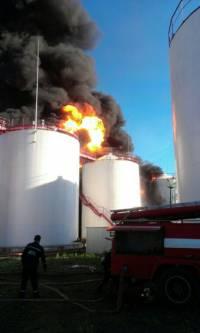 Под Киевом горит нефтебаза, столб черного дыма виден из столицы. Есть пострадавшие