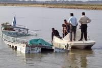 В Бангладеш затонул траулер, на борту которого находились более 100 человек