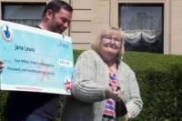 Выиграв почти 7 млн долларов, британская пенсионерка наконец смогла реализовать мечту всей жизни и купила тапочки