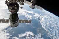 Экипажу пришлось срочно ретироваться из МКС в связи с приближением советского спутника