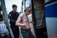 В Москве полиция разогнала «марш ватников». Шестерых участников посадили в... подвал МГУ