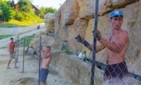 В Одессе вновь возводят забор вокруг пляжа олигарха, который ранее открыл для всех Саакашвили