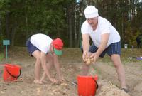 Лукашенко решил продемонстрировать журналистам свои таланты при уборке картофеля