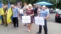 Мариупольцы вышли на митинг-реквием по погибшим при обстреле Сартаны